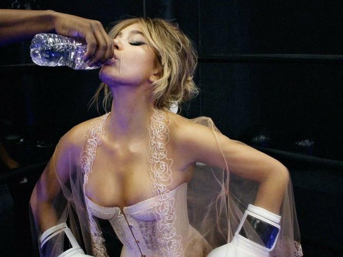 Ona je nova devojka popularnog glumca: Ali ljude više interesuje SA KIM SE VIĐA NJENA MAMA