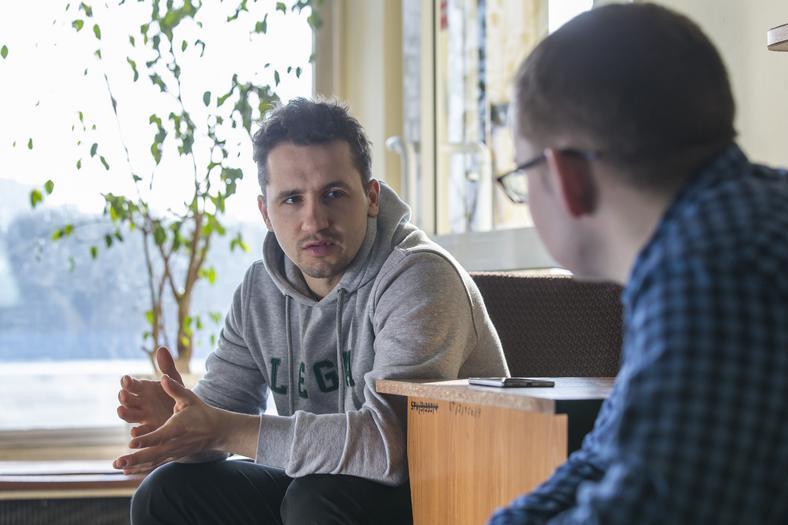 Artur Nogal podczas rozmowy z autorem tego reportażu, dziennikarzem Przeglądu Sportowego Jakubem Radomskim