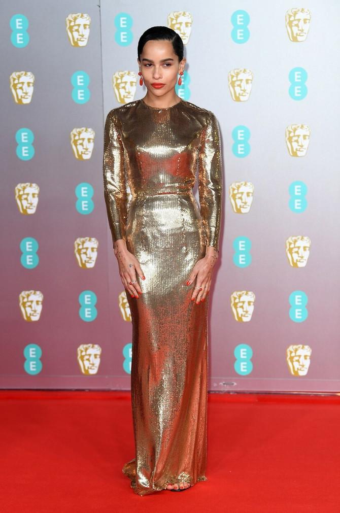 Zoi Kravic u zlatnoj haljini