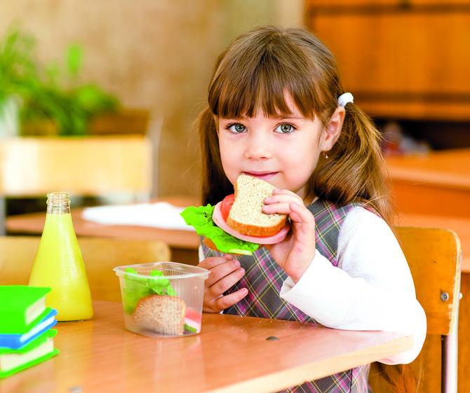 Mnogi roditelji idu linijom lakšeg otpora ili iz neznanja greše u ishrani dece