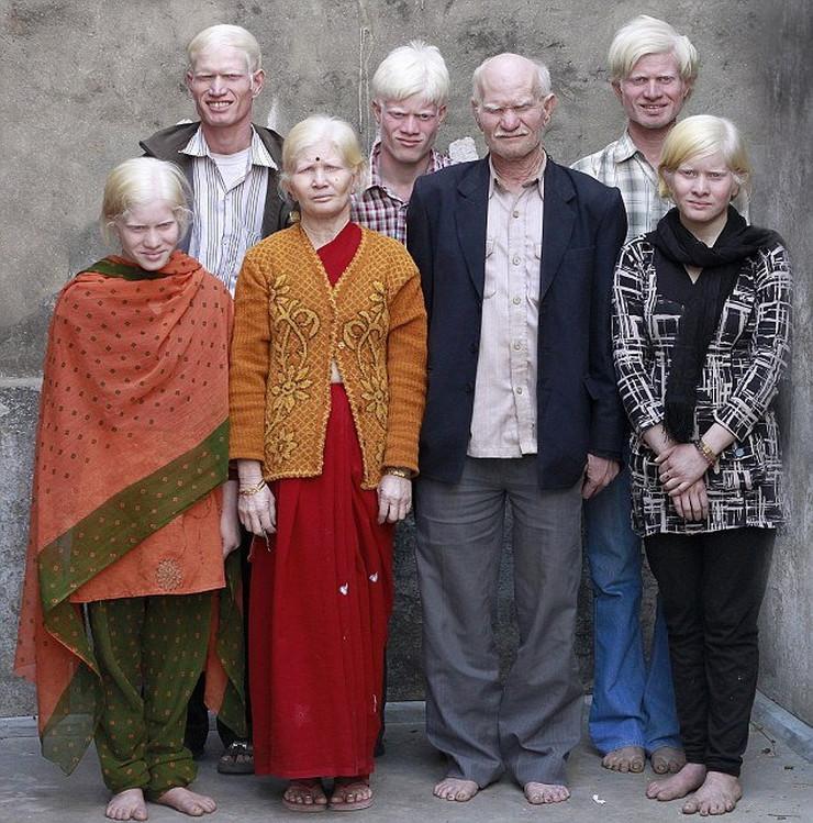 221107_albino-01-foto-helen-jejts