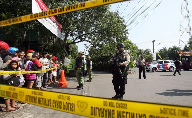 Samobójczy zamachu na posterunku policji w Surakarcie na Jawie
