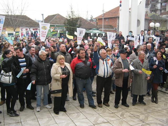 Dozlogrdilo im čekanje: Protestni skup  za zdravu vodu u Ćićevcu