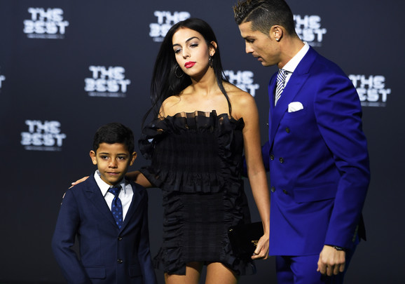 Kristijano Ronaldo sa devojkom Georginom i sinom Kristijanom Juniorom