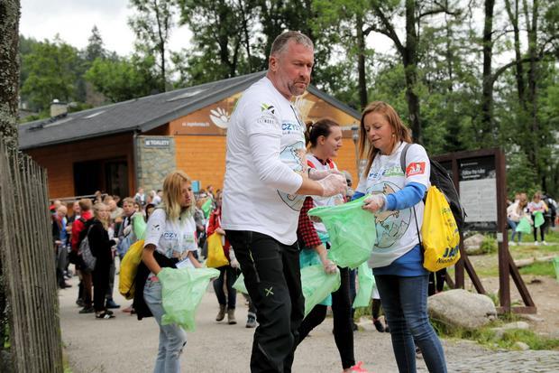 Z Tatr zniesiono 420 kg śmieci