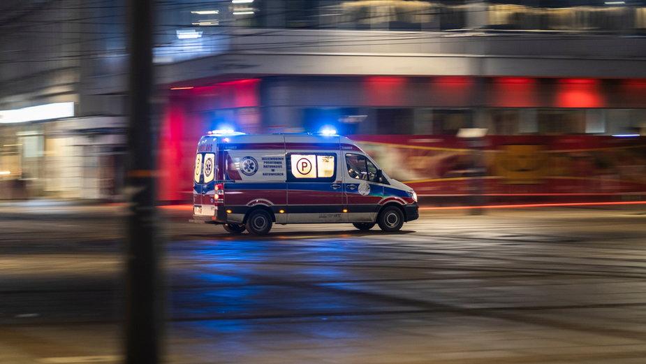 Ratownicy z warszawskiego pogotowia ostrzegają, że jeżeli nie dostaną podwyżek, nie będzie miał kto jeździć karetką