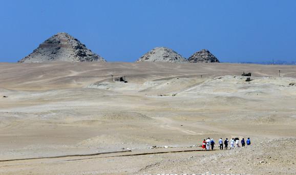 Prvi turisti idu ka Mehuovoj grobnici