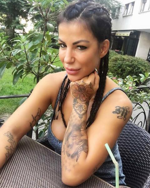 Supruga košarkaša osula paljbu po Melini Džinović!