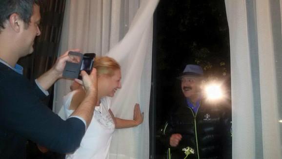 Sinoć sam bio pred tvojim vratima: Haris peva Ani Mariji