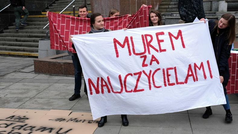 Manifestacja poparcia dla nauczycieli