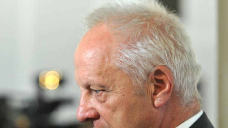 Stefan Niesiołowski z PO mówi, że nie poda ręki Macierewiczowi