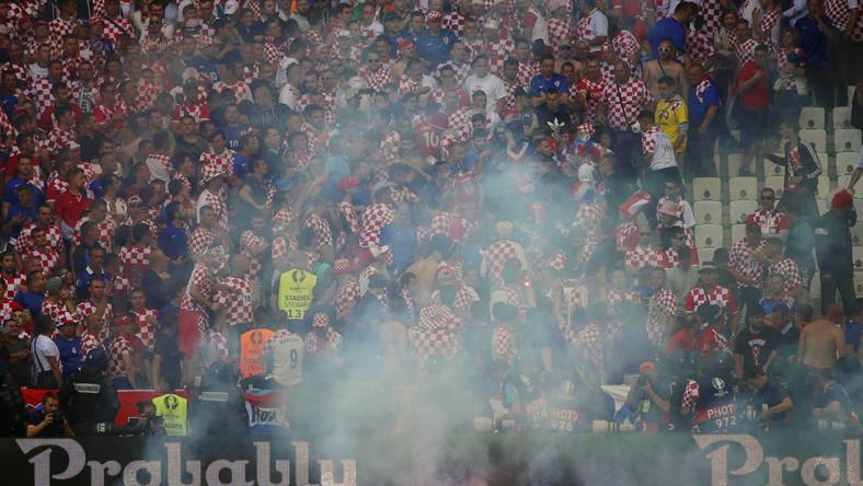 Najpierw Anglicy i Rosjanie, teraz Chorwaci. Kolejni kibice zakłócili mecz Euro 2016