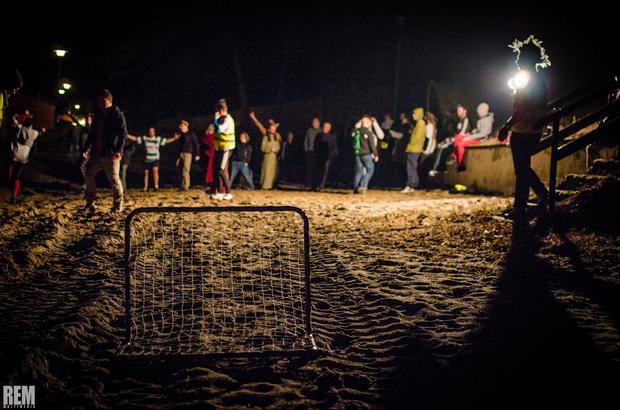 Włóczykij 2014 - nocny mecz Podróżnicy vs. Gryfino na plaży Ośrodka pod Muszlami w Wirowie
