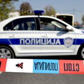 """UDES KOD SMEDEREVA """"Pežo"""" sleteo s puta, vatrogasci sekli auto da izvuku vozača"""