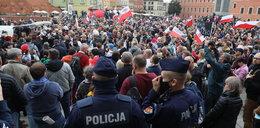 Uważają, że pandemii nie ma i protestują. Szokujące obrazki z Polski