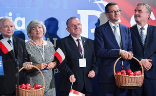 Piątka Morawieckiego rodzi się w bólach. Jak wdrażane są kampanijne obietnice?
