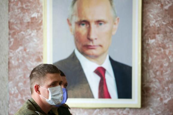 Pandemija korona virusa zakomplikovala je izmenu ruskog političkog sistema