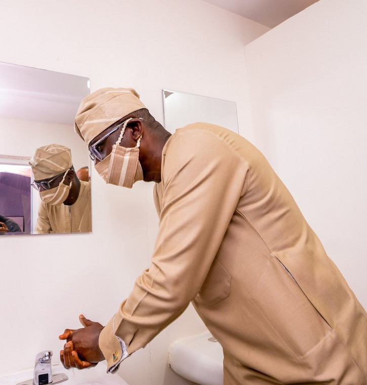 Lagos Governor Babajide Sanwo-olu with a fitting face mask during visit to an isolation center (Lagos govt)