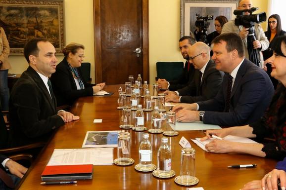Igor Mirović razgovarao je danas sa ambasadorom Turske Tanžuom Bilgičem