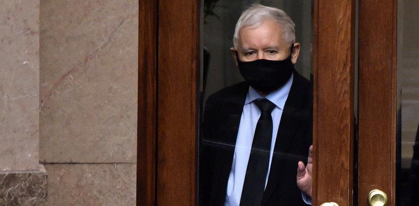 Kaczyński obiecywał zaciśnięcie pasa. Prasa mówi: sprawdzam