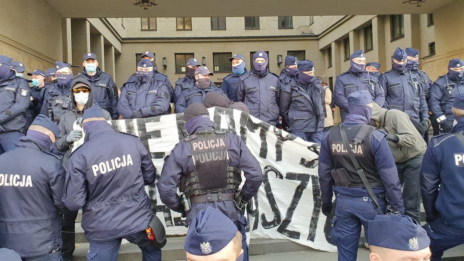 Protest przed Sądem Okręgowym w Warszawie
