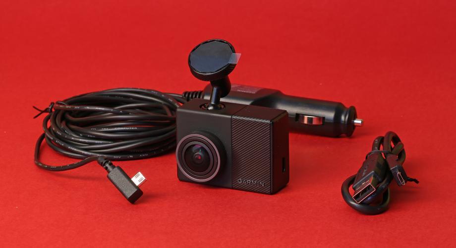 So sieht der Lieferumfang der Dashcam 65W aus.