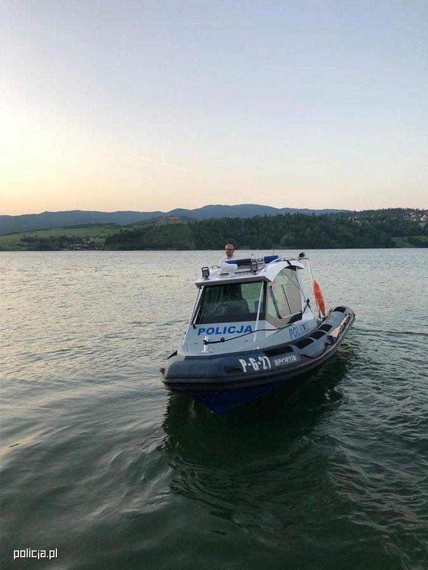 Czorsztyn. Żywioł przewrócił turystyczną łódkę