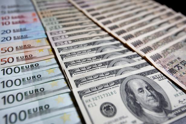 Waluty: euro, dolary