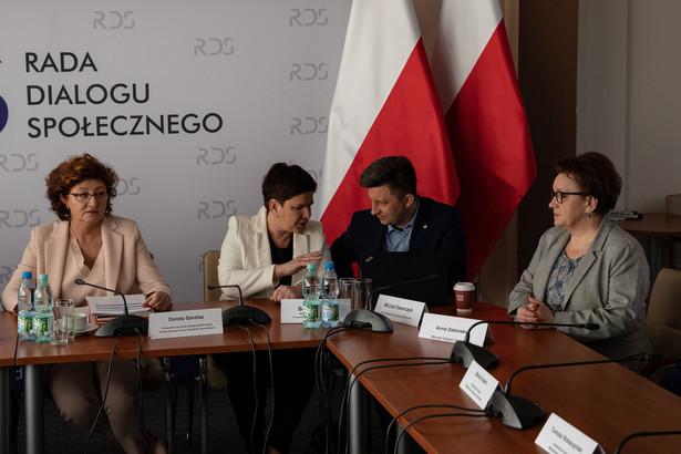 Na 10 maja zaplanowano kolejne spotkanie plenarne okrągłego stołu oświatowego.
