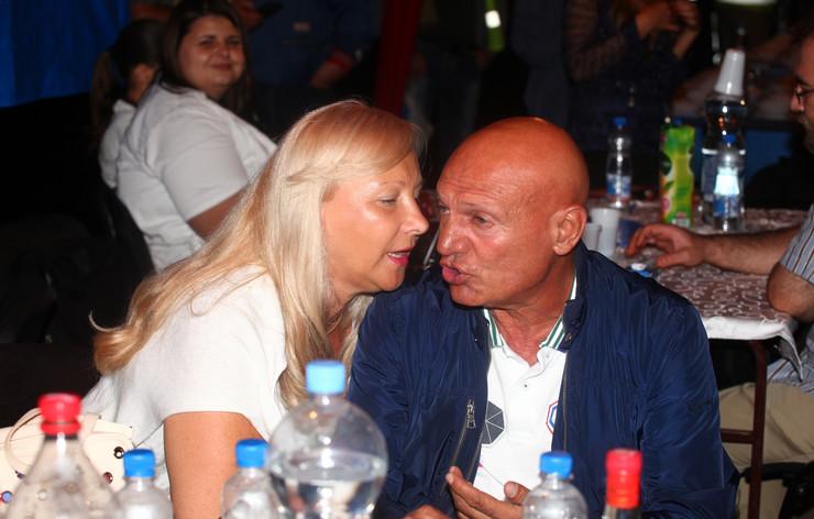 """OGLASILA SE PORODICA ŠABANA ŠAULIĆA """"Utihnuo je najlepši glas, napustio nas je suprug, otac, deda i kum"""""""