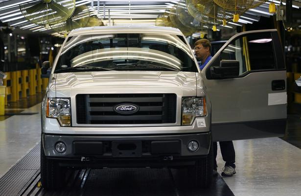 Ford grozi zmniejszeniem o połowę produkcji samochodów dostawczych w Southampton, a właściciel Land Rovera, spółka Tata, nie wyklucza, iż może zostać zmuszony do ogłoszenia zwolnień. Fot. Bloomberg