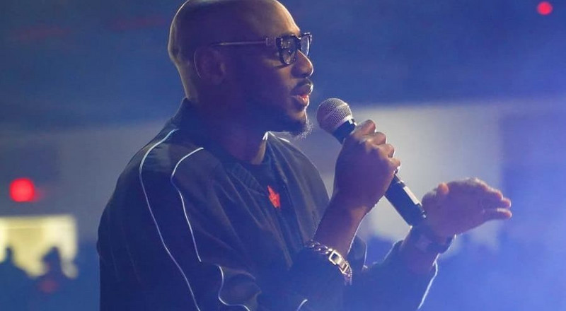 2Face Idibia slams federal government for 'slashing' of health and education budget