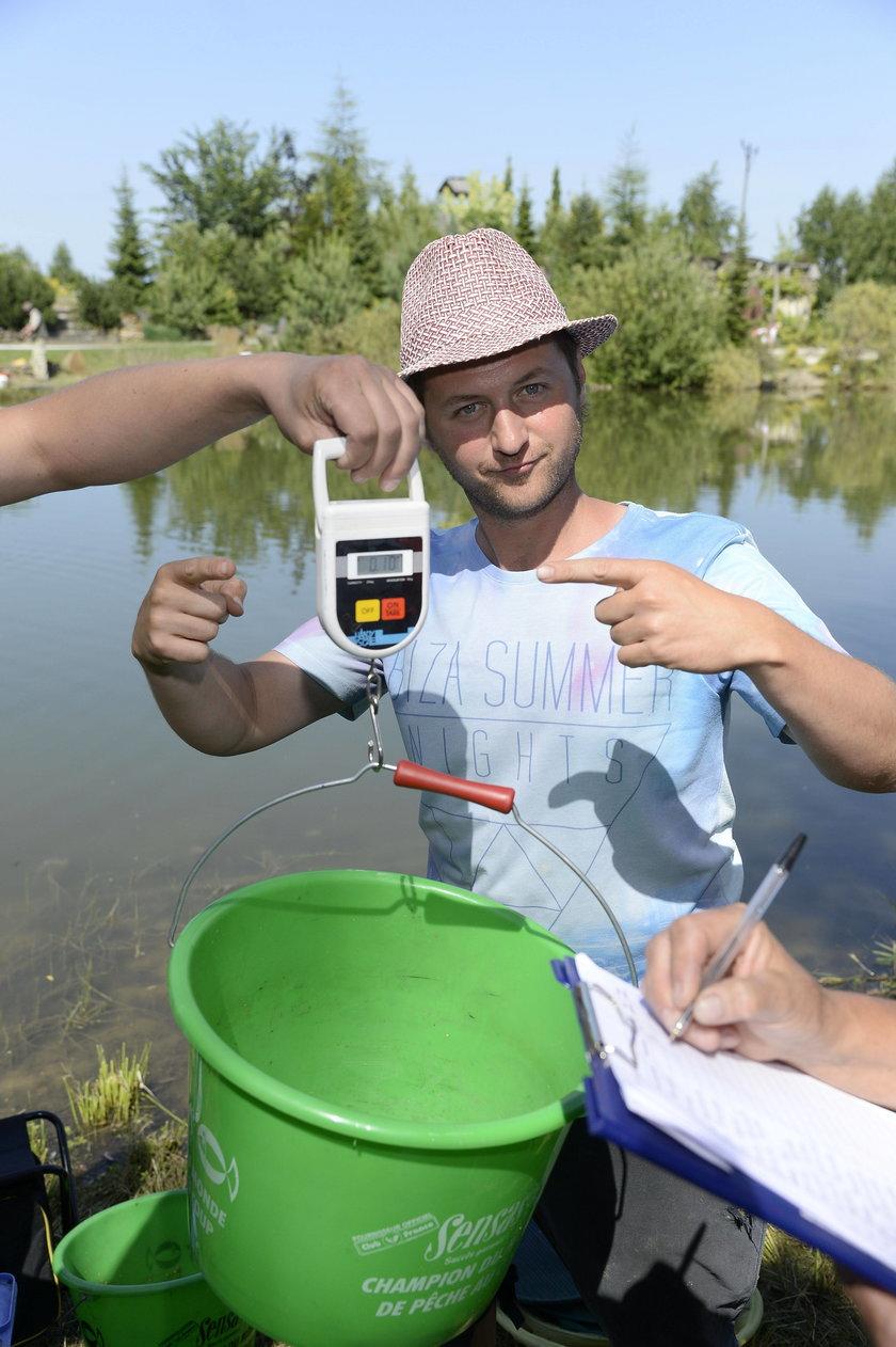 Olin Gutowski na zawodach aktorów w łowieniu ryb