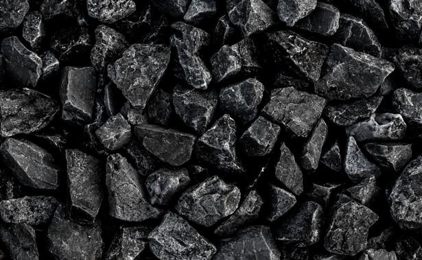 Kto jednorazowo kupi nie więcej niż 200 kg wyrobów węglowych, nie musi składać oświadczenia, że wykorzysta węgiel do celów opałowych. Nawet bez tego przysługuje mu zwolnienie z akcyzy.