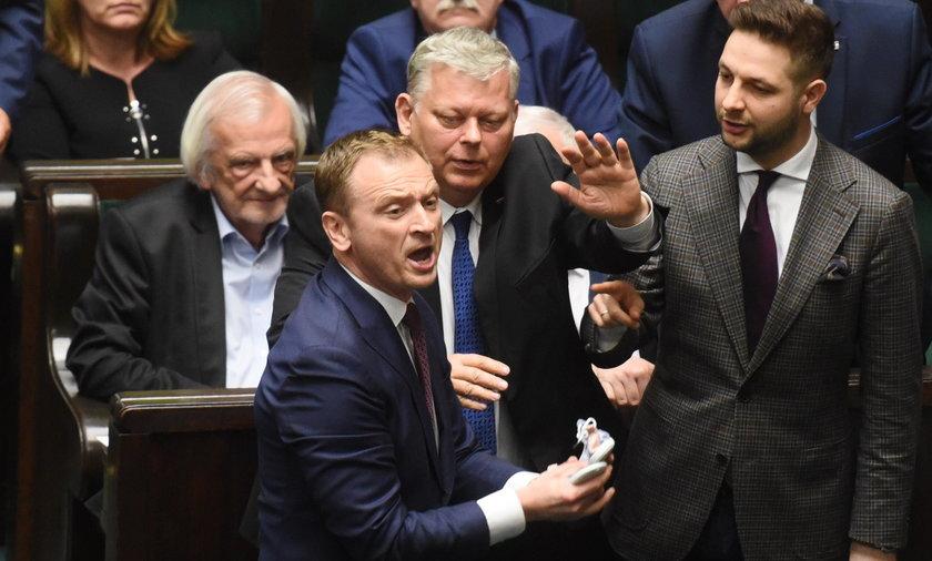 Wojna w Sejmie. Obwiniają się o obronę pedofilów!