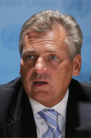 Kwaśniewski: Brak unijnej flagi to ciężka głupota. Budujemy kolejny polski stereotyp
