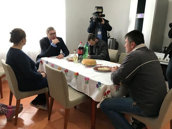 Aleksandar Vučić sa porodicom Lapčević