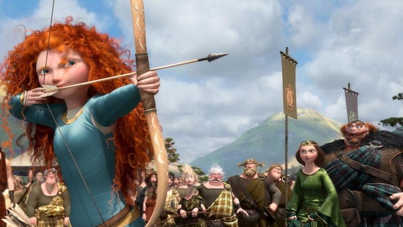 Merida jest córką króla Fergusa i królowej Elinor. Ale choć pochodzi ze znakomitej rodziny, nie ma ochoty zachowywać się jak typowa księżniczka...