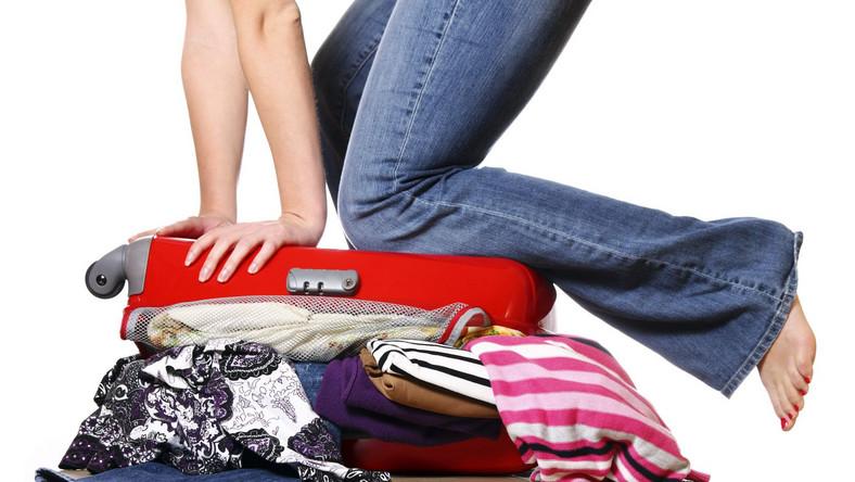 Kobiety pakują do walizki dwa razy więcej niż naprawdę potrzebują