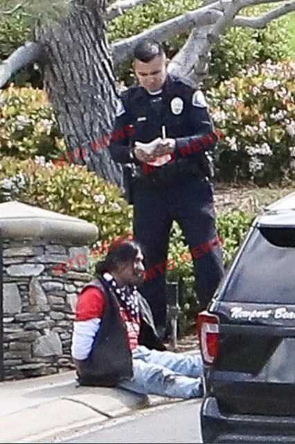 MTO obtained exclusive images showing police putting the man in handcuffs and taking photos of the crime scene. [MTONews]