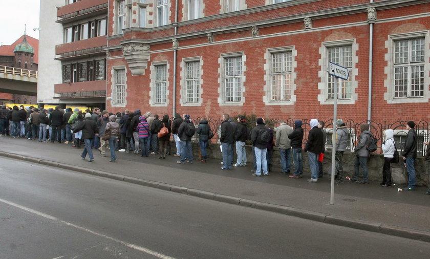 Praca w policji zawsze cieszyła sie dużym zainteresowaniem, takie kolejki były w Gdańsku w 2012 roku