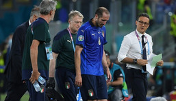 Italy captain Chiellini leaves the pitch injured in Rome Creator: Ettore Ferrari