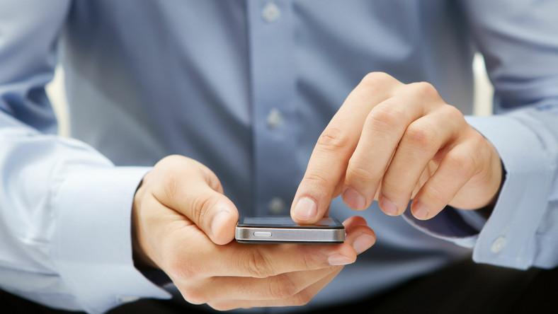 Smartfon powoduje, że jesteśmy w ciągłym kontakcie z pracą