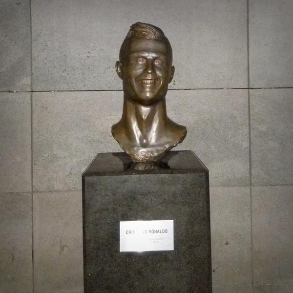"""""""Straszny"""" Ronaldo na lotnisku swojego imienia na Maderze"""