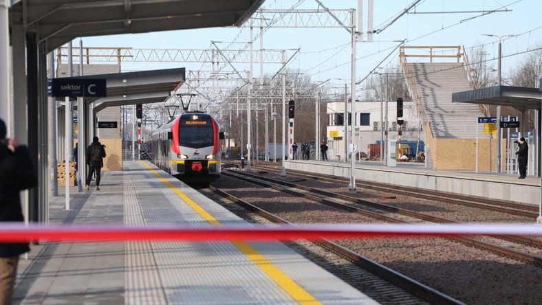 Pierwszy pociąg od 24 lat wjeżdża na stację Warszawa Główna