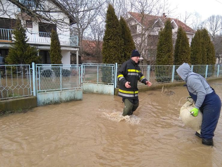 Poplave u Đunisu