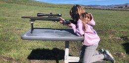 Szok! Ta 7-latka z bronią to córka wielkiej gwiazdy