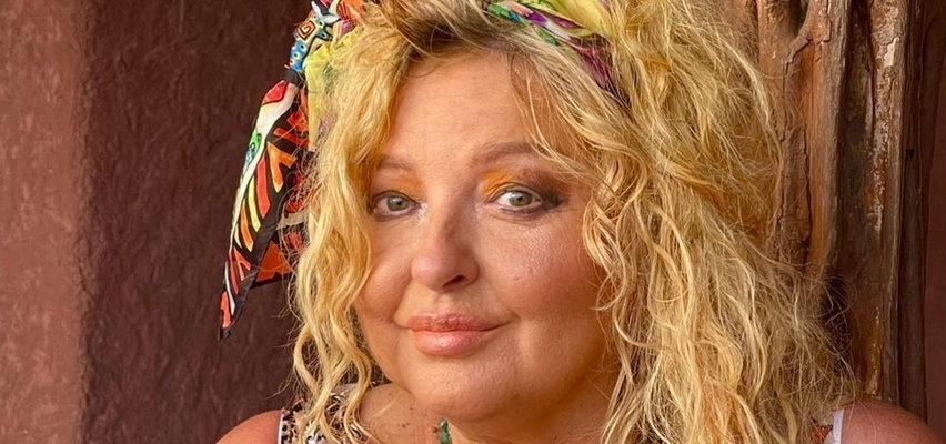 Magda Gessler zapozowała topless z... kotem! Wyjaśnia, że zrobiła to w ważnej sprawie. Jakiej?
