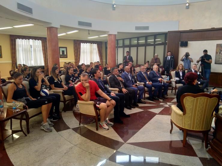 Milorad Dodik sa odbojkašicama Srbije