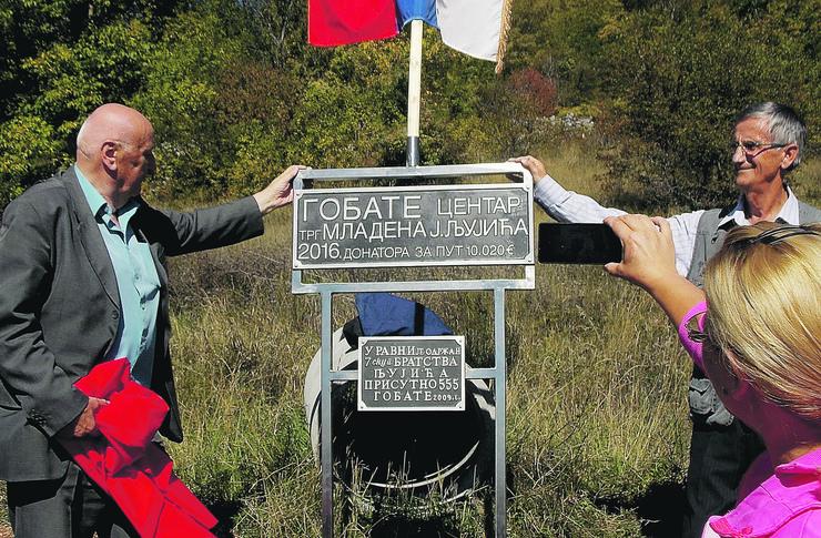 NOVA VAROS 01 zahvalnica za donaciju za asfalt do Gobata otkrivanje table u centru zaseoka foto zeljko dulanovic